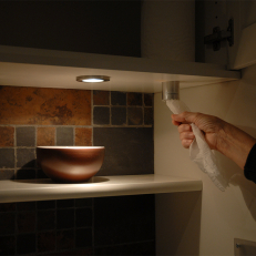 Tearing-pipe holder for kitchen paper