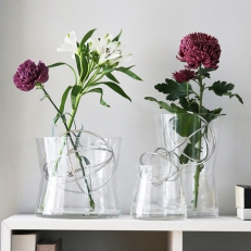 Vase with bouquet support