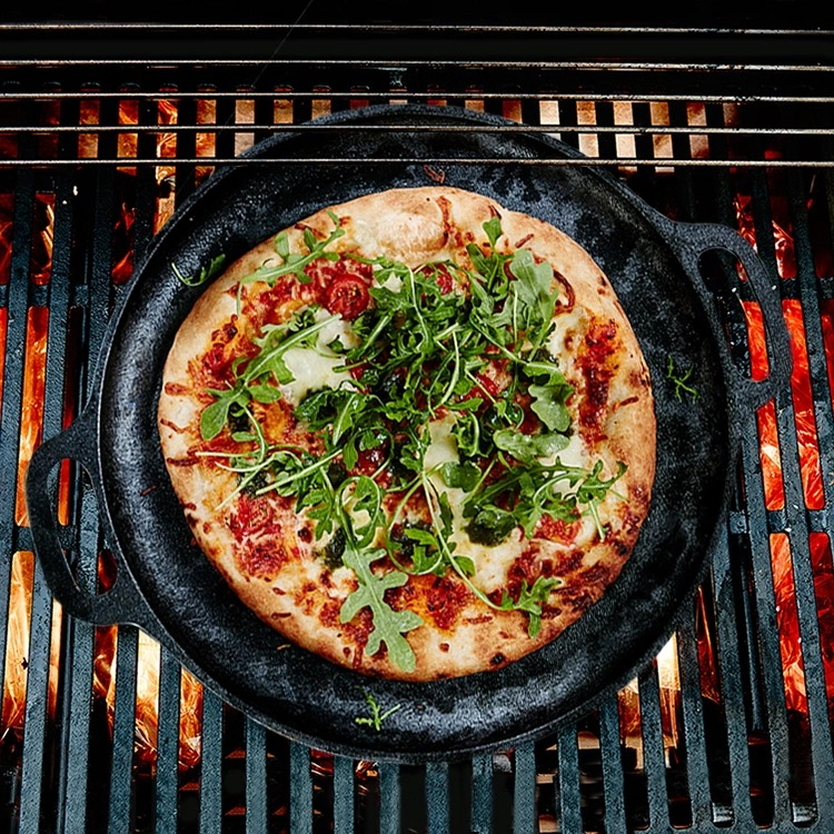 Barbecue cast iron pan